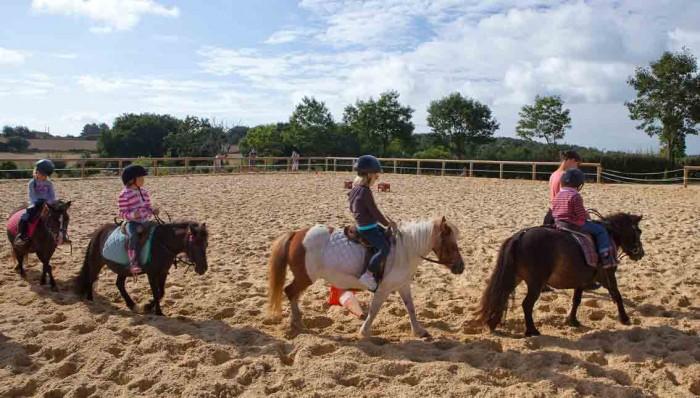 Du Baby poney au centre équestre de Baden en Morbihan