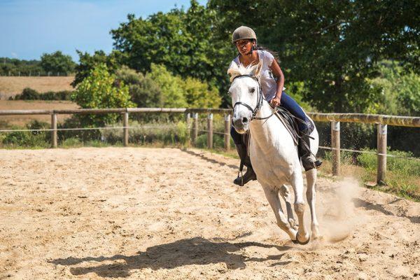 Cours d'équitation au Centre équestre Mané Guernehué © Mathieu ESNAULT Morbihan Tourisme